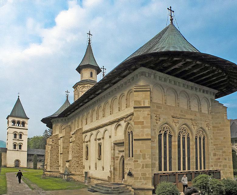 Manastirea_Putna_la_apus