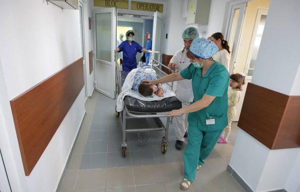 pediatrie-copil-pe-targa-spital-evz-465x390